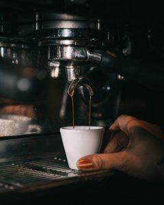 klassische Espressomaschine mit Siebträger
